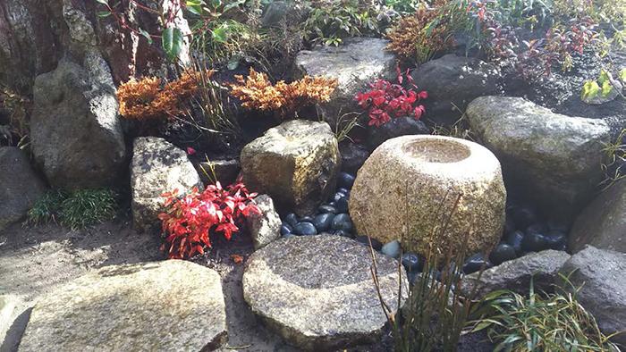 既存石材を利用した蹲工事と植栽工事