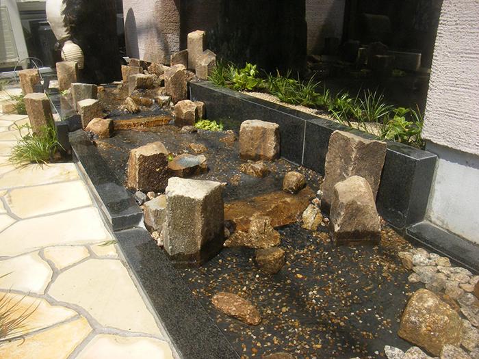 六方石の流れの改修工事