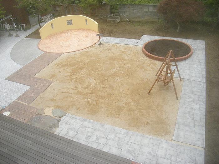 スタンプコンクリートのテラス・イワセ砂敷き他工事
