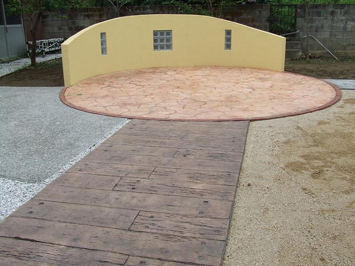 塗り壁と洗い出し・スタンプコンクリート工事